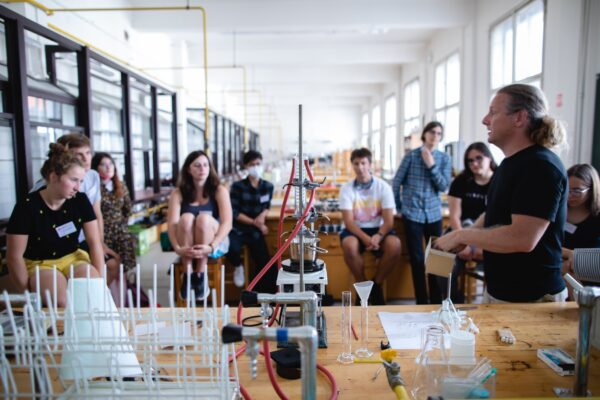 Ilustrační foto - studenti ve třídě